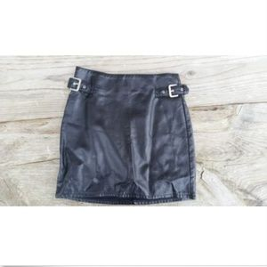 Black faux leather Skirt H&M size 6 - Buckle & Zip